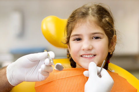 girl teeth exam